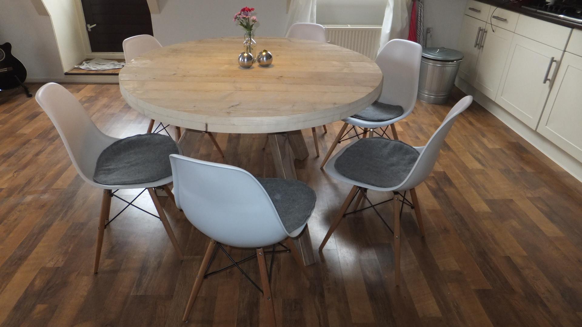 Steigerhouten ronde tafel jl meubelmaatwerk for Steigerhouten eettafel bank