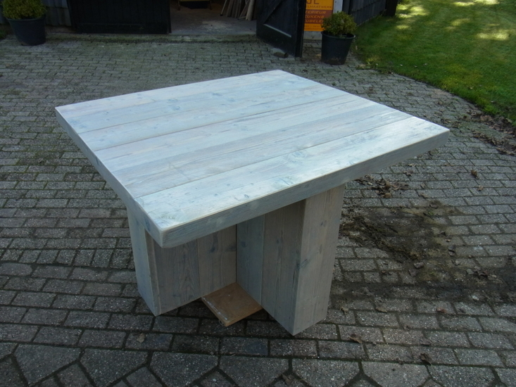 Vierkante tafel met +poot   jl meubelmaatwerk