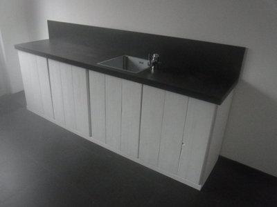 Steigerhouten keukenblok wit met metalblack blad - jl-meubelmaatwerk